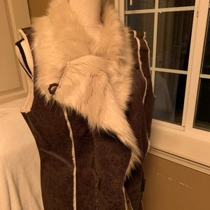 🤎Amazing faux fur & suede vest for fall/winter!